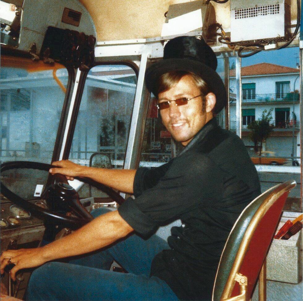 Porträtt: Anders Eriksson och äventyret Rosa bussarna