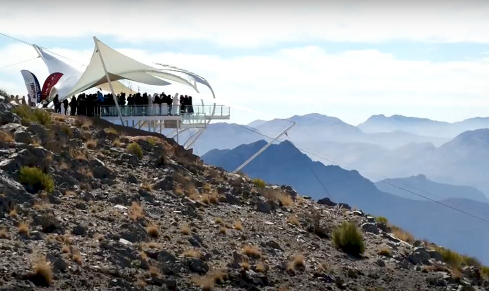 Världens längsta zipline har öppnat i Förenade Arabemiraten