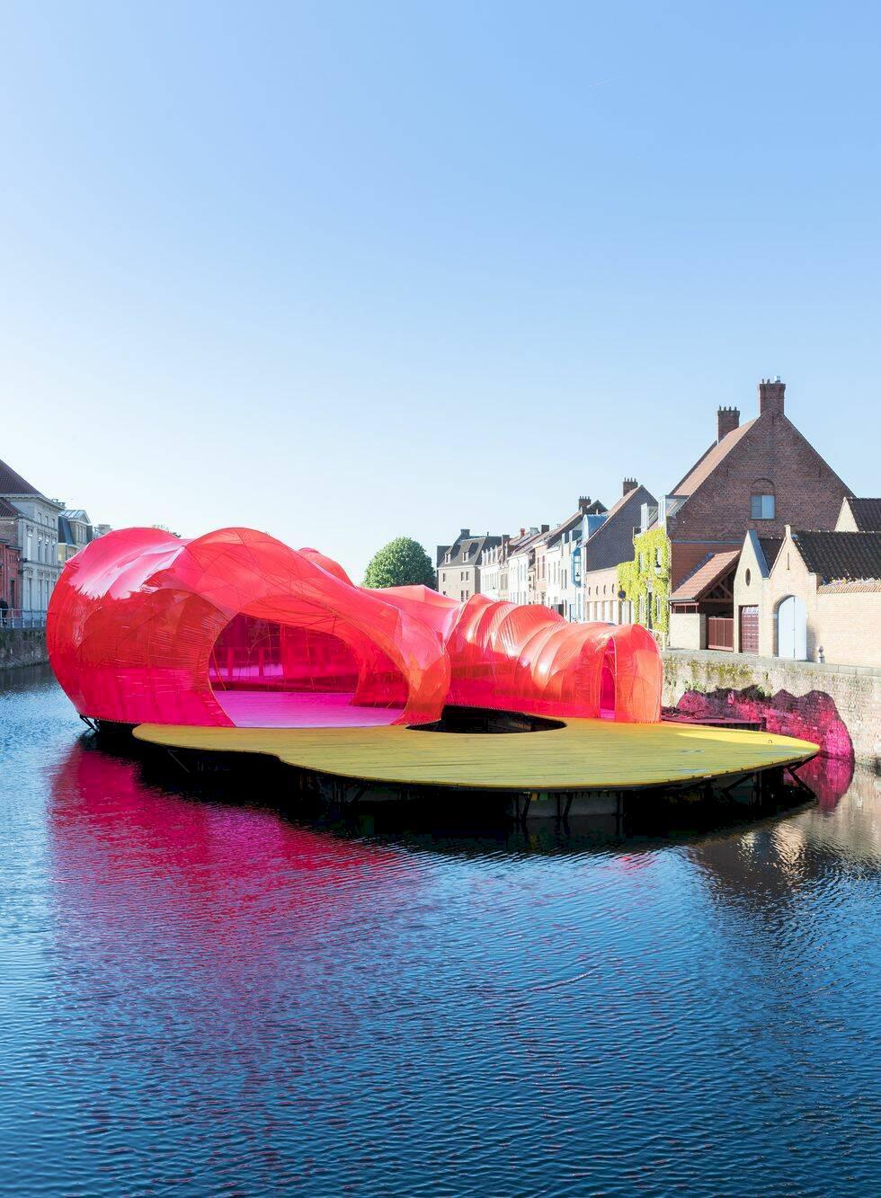 Därför borde du åka till kanalstaden Brygge i sommar