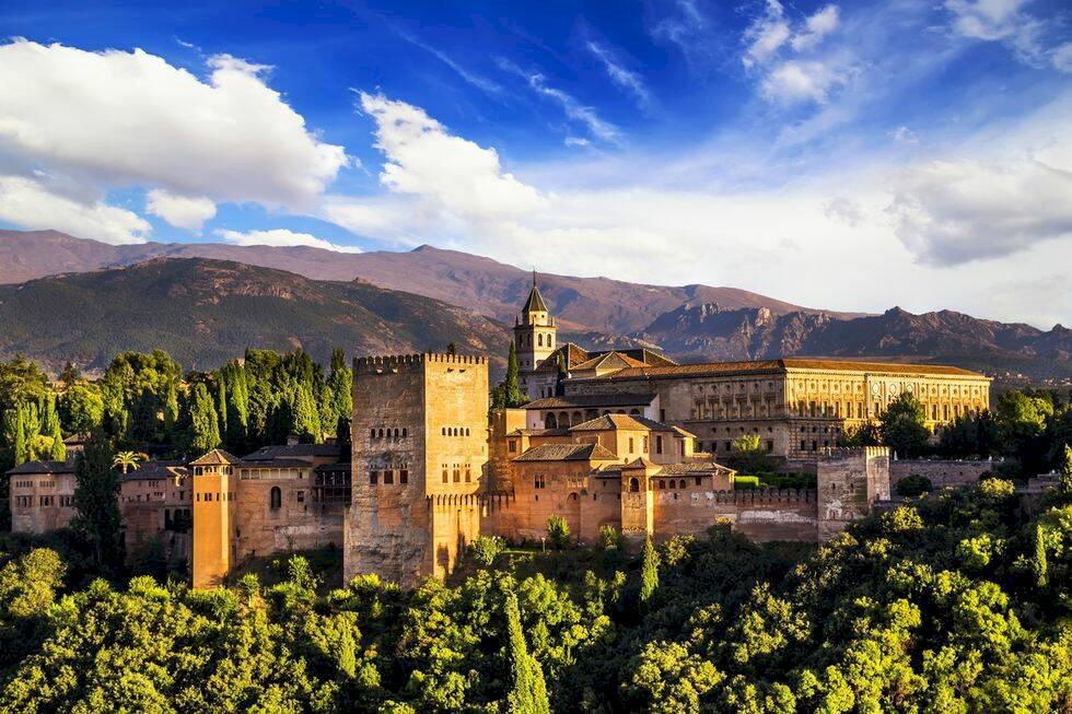 4 sköna storstäder i Spanien som inte är Barcelona – men som du borde besöka