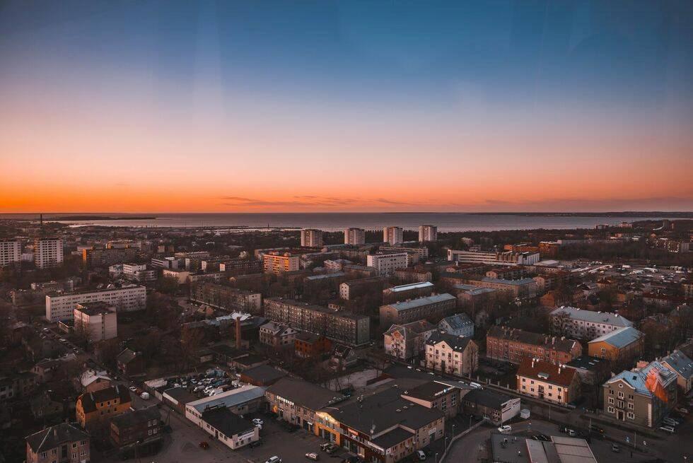Panoramautsikt över Tallinn med stadens nya pariserhjul