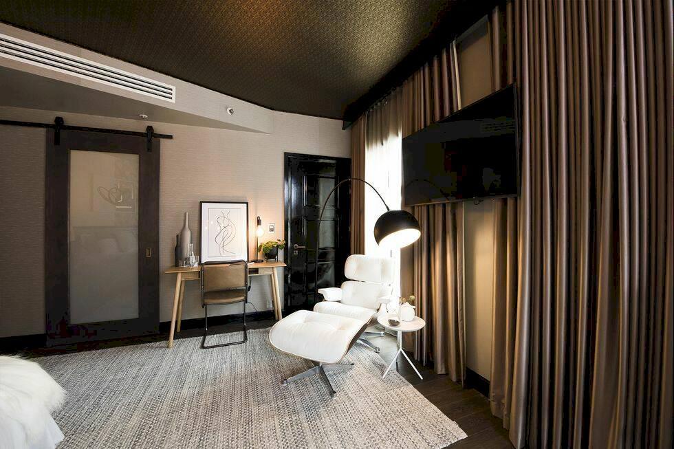 Checka in i världens första hotellrum som är uppdelat i två olika stilar