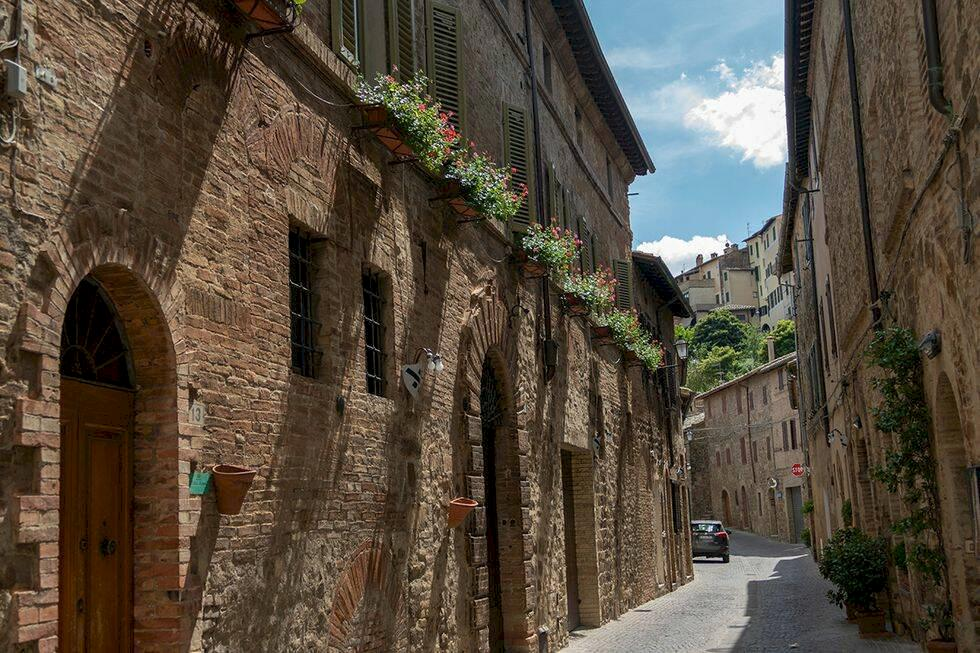 Upptäck Montalcino – italiensk idyll och vin i Toscana