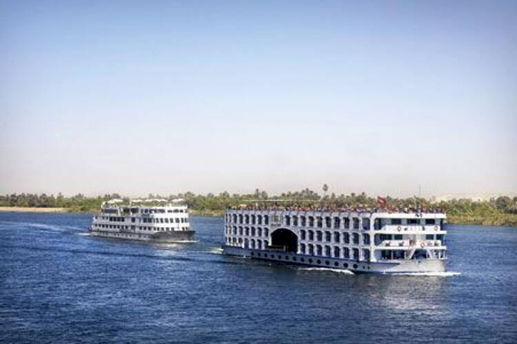 Solig kryssning längs Nilen