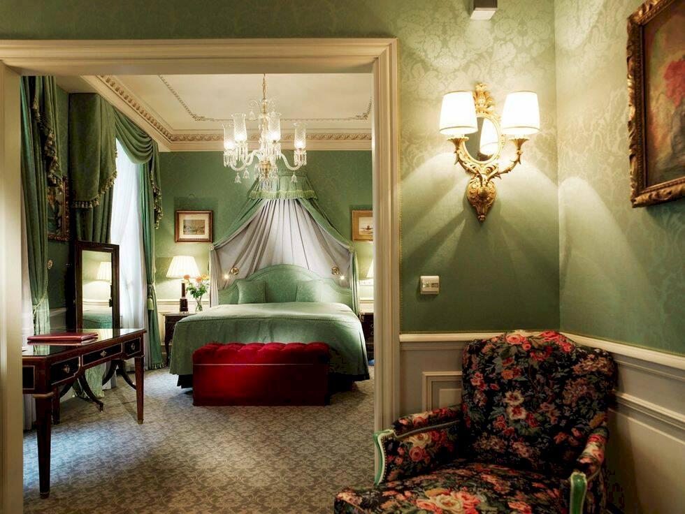 Dröm dig bort i georgianska lyxsängar – 10 romantiska hotell