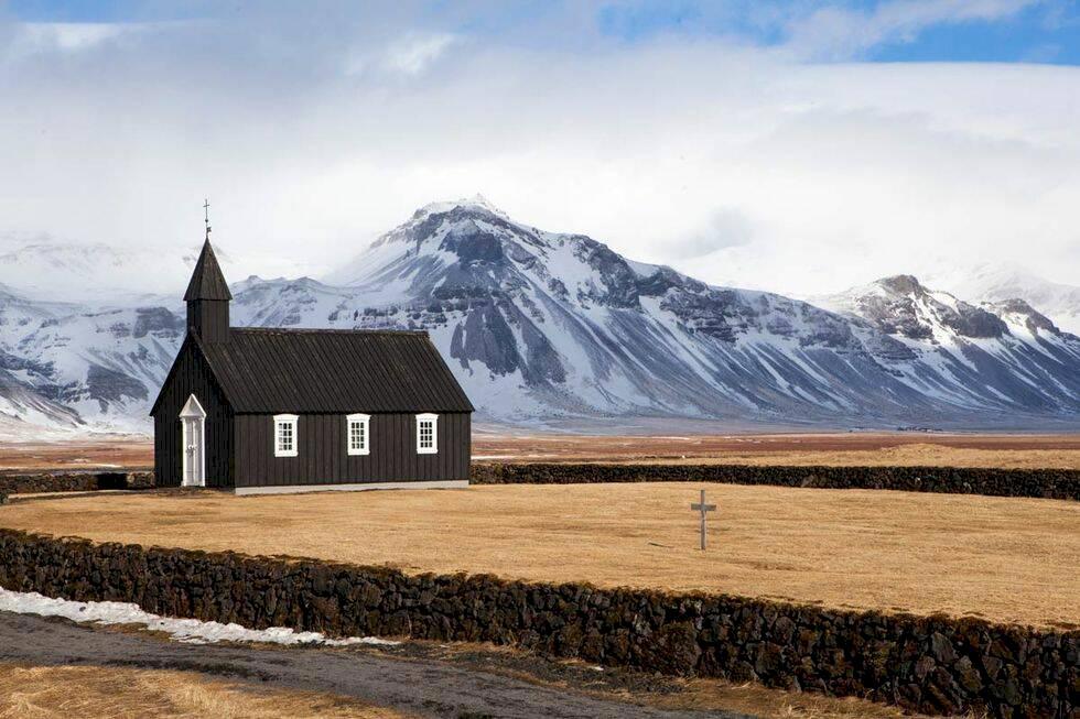 Ensliga kyrkor på Island
