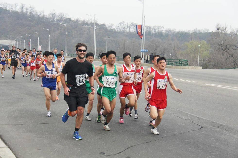 Unika bilder från världens kanske märkligaste lopp – Pyongyang marathon i Nordkorea
