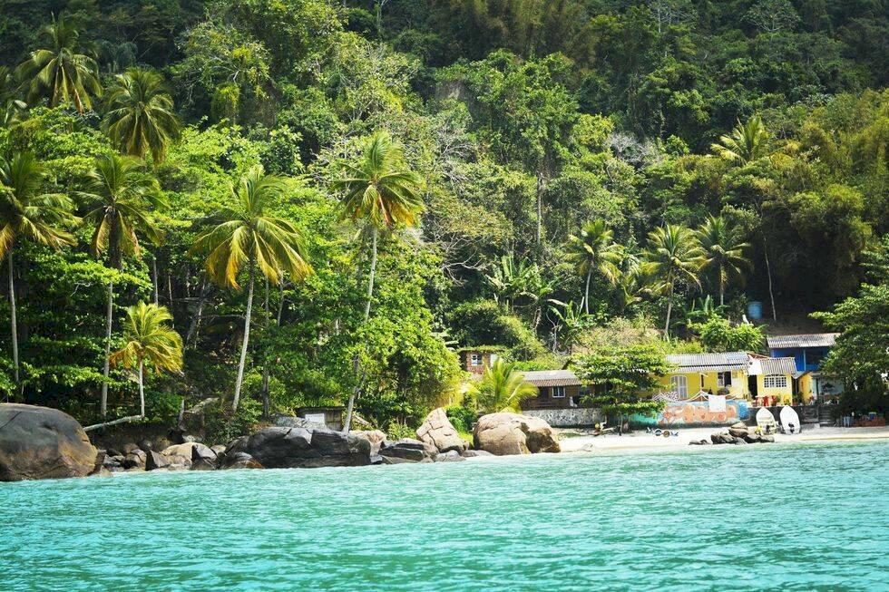 Fly Rios storstadshets till paradisön Ilha Grande