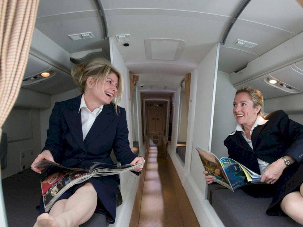 Kika in i kabinpersonalens hemliga sovrum på flygplanen