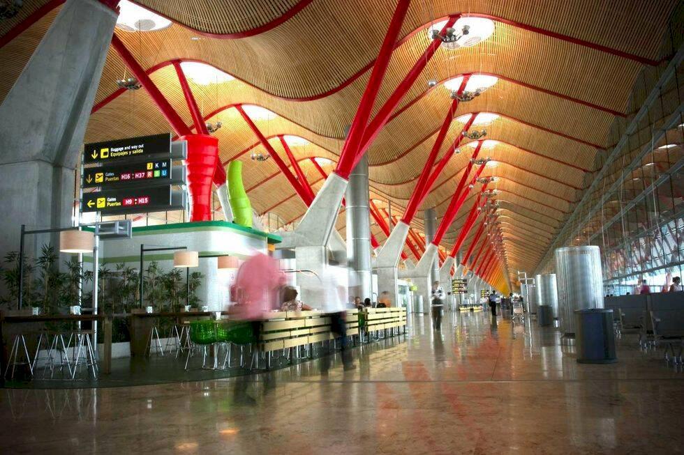 Köpte budgetbiljetter – 100-tals resenärer fast på flygplatsen i veckor