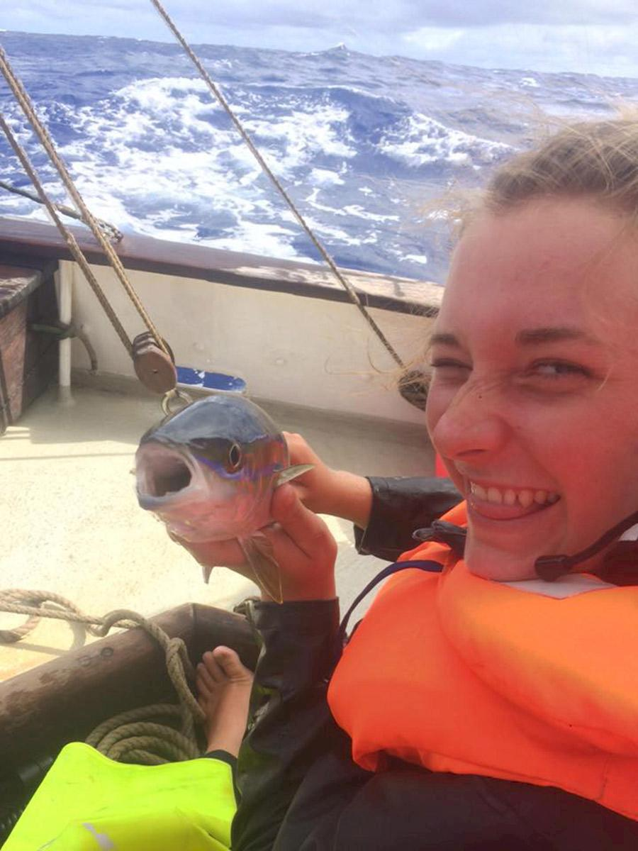 Svenska Emma, 22, liftade från Panama till Nya Zeeland med segelbåt