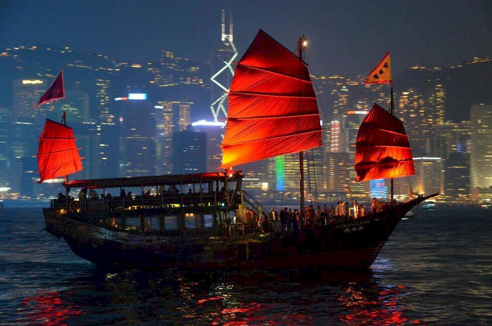Street food, shopping och svindlande höjder – 14 måsten i Hongkong