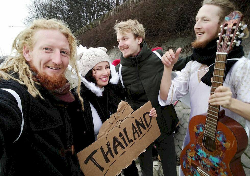 Mathias och Tommie ska resa från Sverige till Thailand – genom att lifta