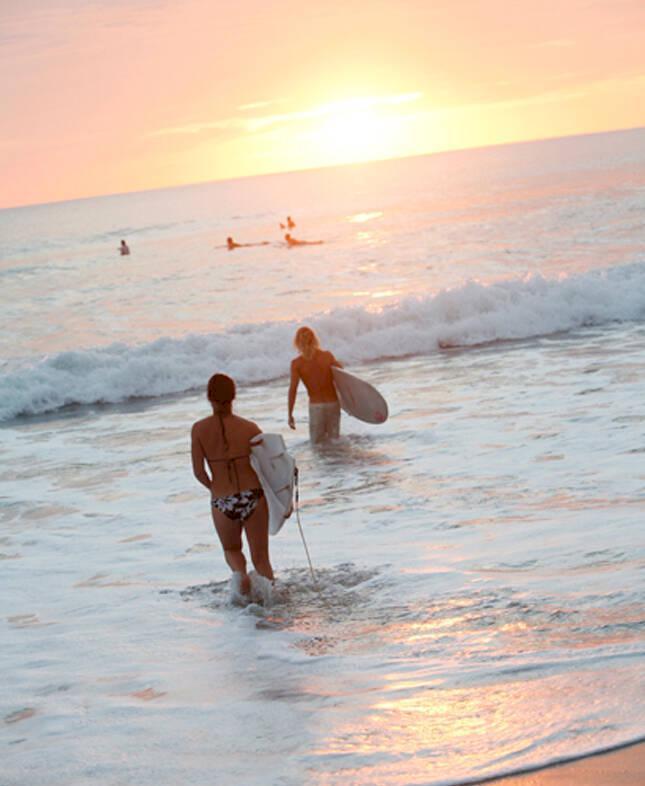 På surfbrädan i Costa Rica