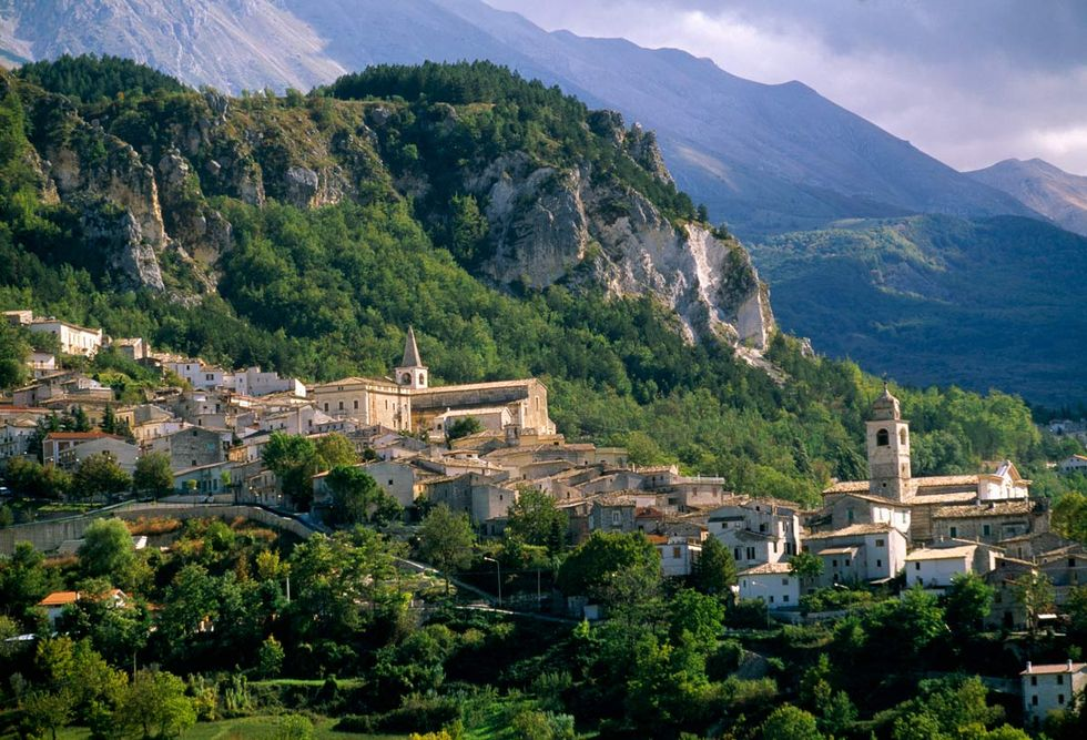 De köpte hus i italiensk bergsby – har fortfarande inte sett det