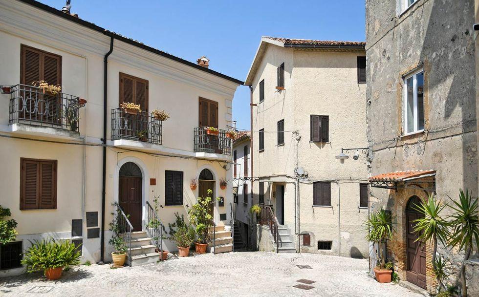 Den medeltida bergsbyn utanför Rom som säljer hus för 10 kronor